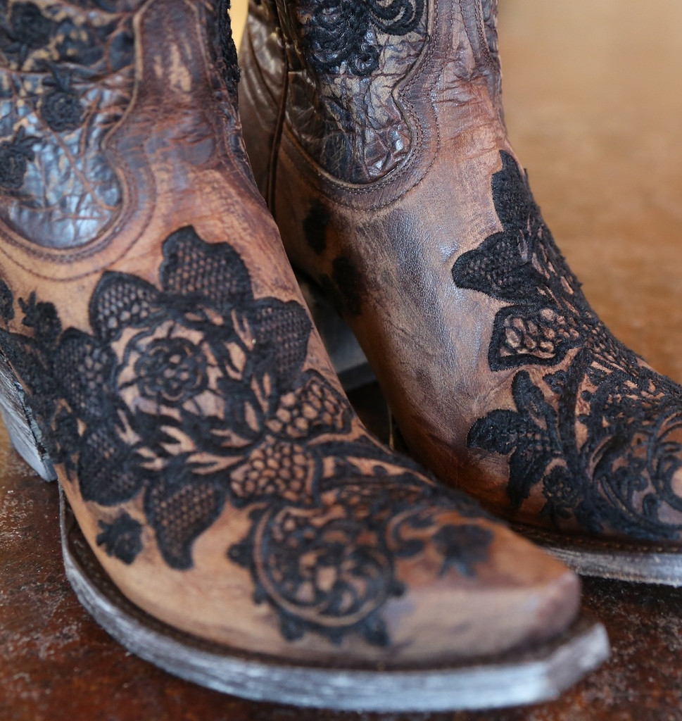 "Old Gringo Nicolette 15"" Brass Boots L2310-2 Detail"