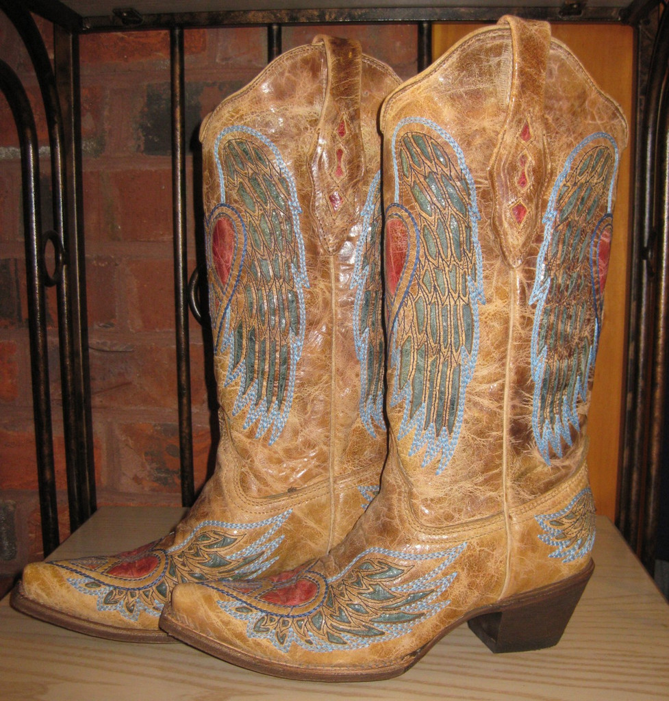 Corral Wing And Heart Boot Side Picture