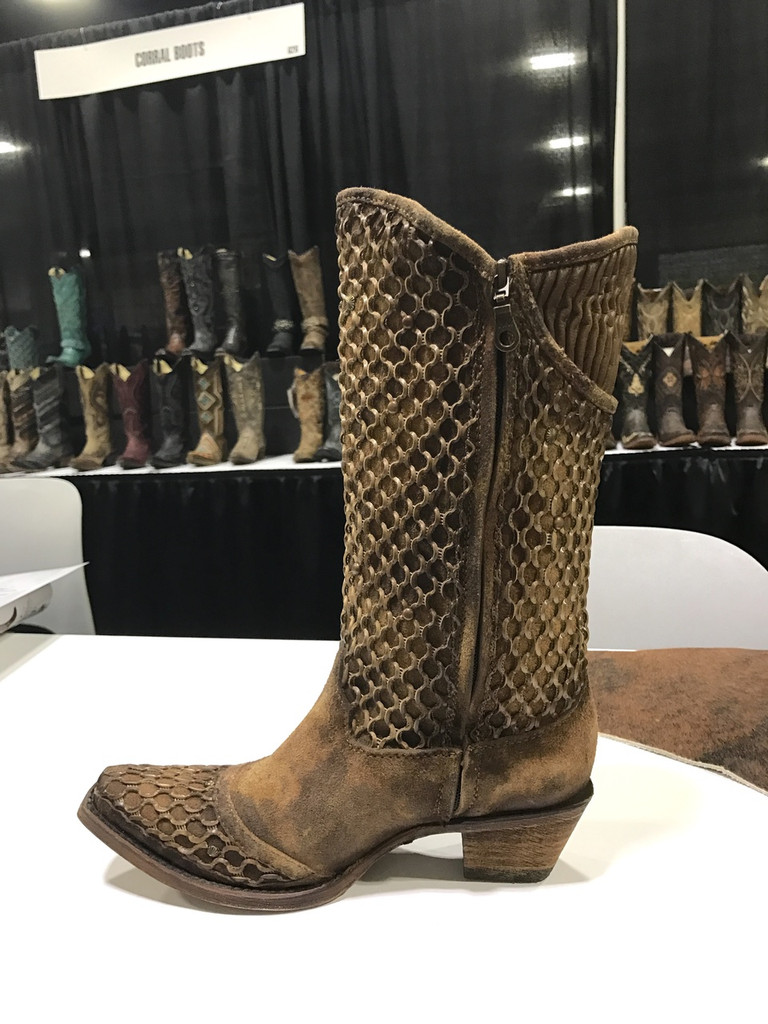 Corral Camel Netting Overlay and Studs Boot C3182 Image