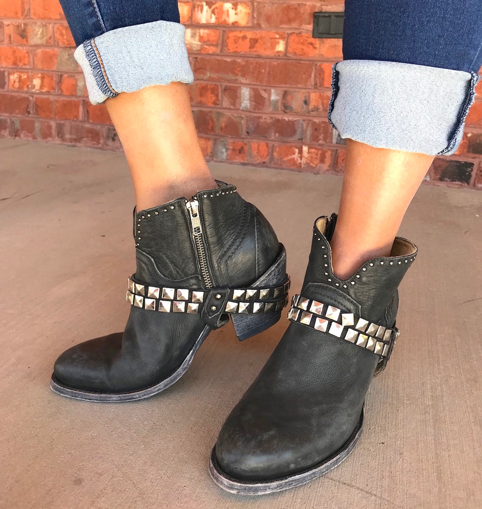 Corral Black Studs and Harness Ankle Boot G1399 Zipper
