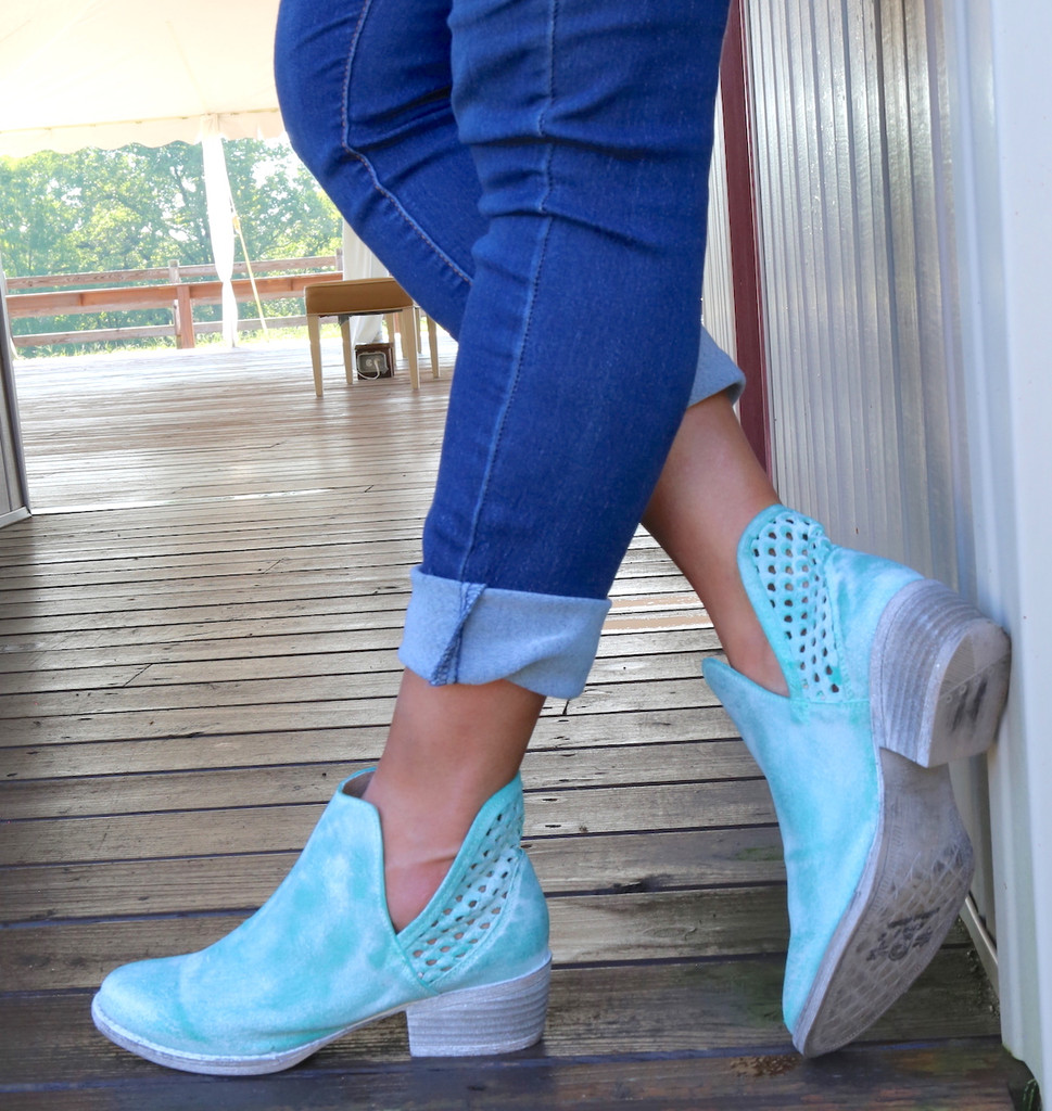 Corral Turquoise Cutout Shortie Boots Q5026 Photo