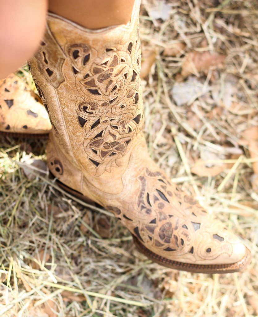 Corral Boots Antique Saddle Brushed Laser Toe Picture