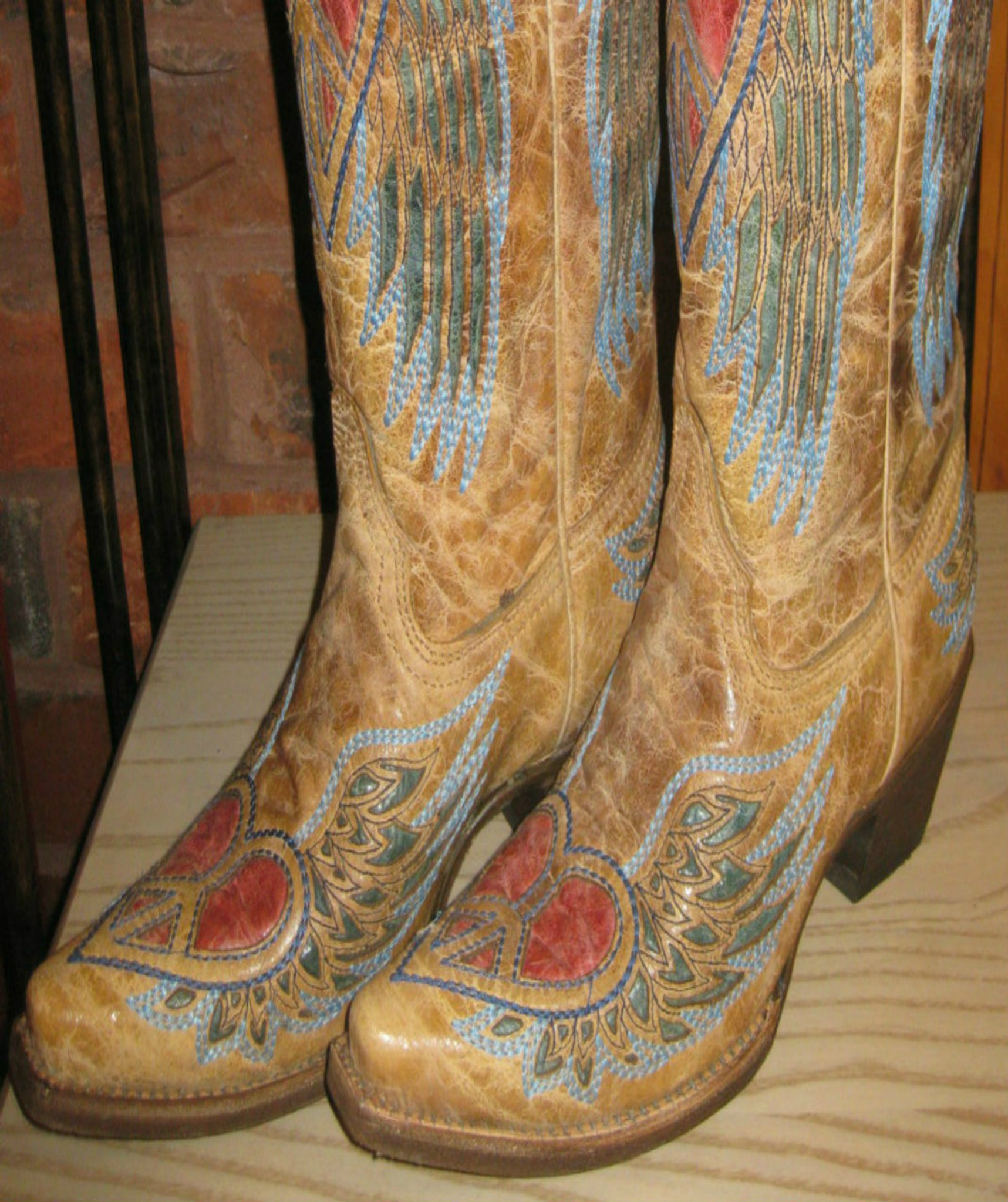 484c82d88744 Corral Boots Antique Saddle Blue Jean Wing And Heart A1976