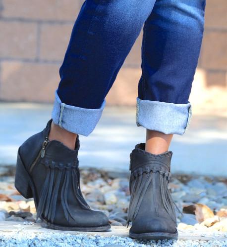 Liberty Black Fringe Zipper Shortie Boot Negro LB712323 Toe