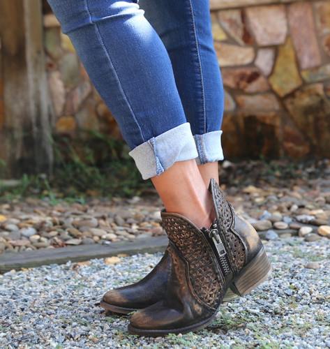 Corral Black Yellow Cutout Shortie Boots Q5021 Zipper