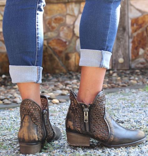 Corral Black Yellow Cutout Shortie Boots Q5021 Heel