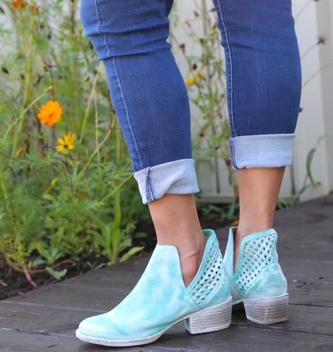 Corral Turquoise Cutout Shortie Boots Q5026 Heel