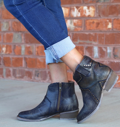 Corral Blue Star Inlay and Studs Ankle Boot Q5025 Photo