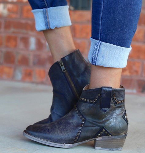 Corral Blue Star Inlay and Studs Ankle Boot Q5025 Zipper