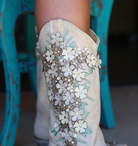 Corral White Floral Overlay Embroidery Studs Crystals Boots A3600 Detail