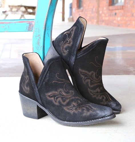 Corral Black Embroidery Shoe Boot Q0098 Image