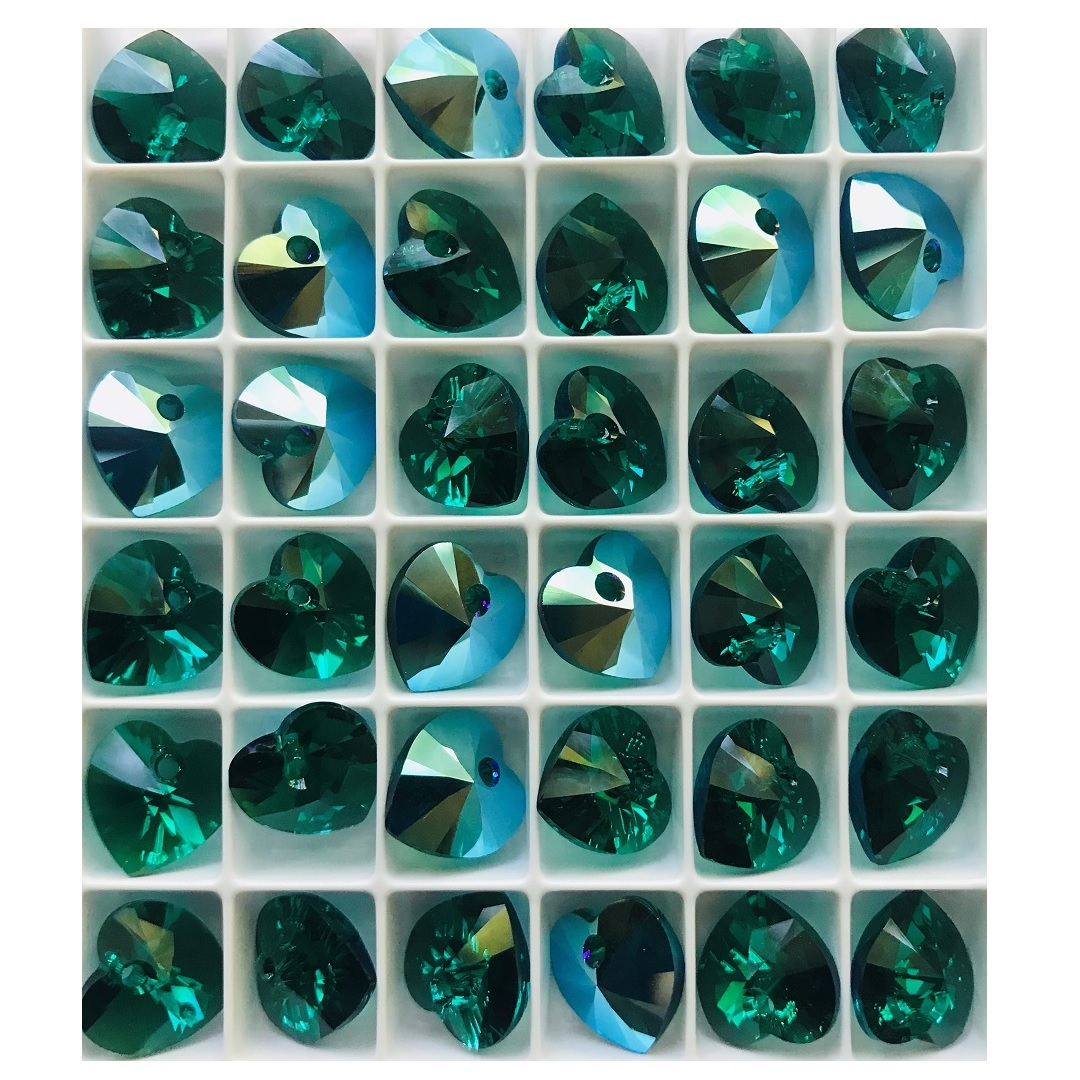 swarovski-heart-pendants-emearld-shimmer-sale.jpg