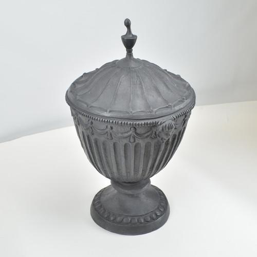 Adams style urn