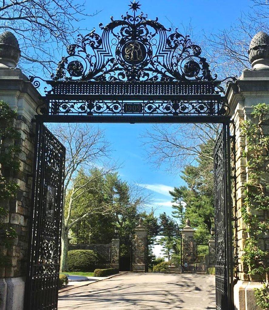 rockefeller-estate-gates-in-sleepy-hollow-ny-at-kykuit.jpg