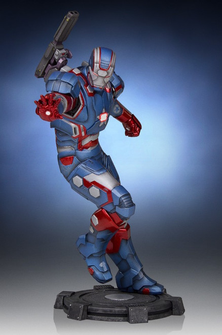 gentle giant iron patriot statue