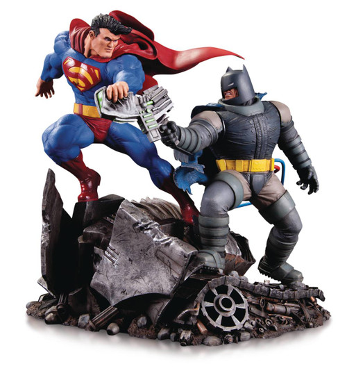 Dark Knight Returns Batman vs Superman Mini Battle Statue