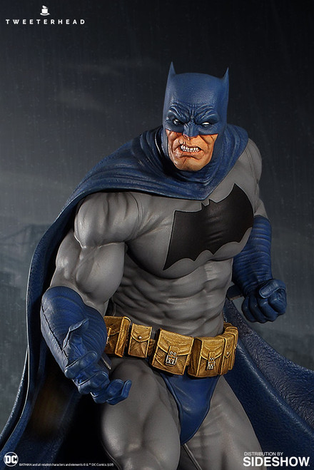 Batman Dark Knight Maquette