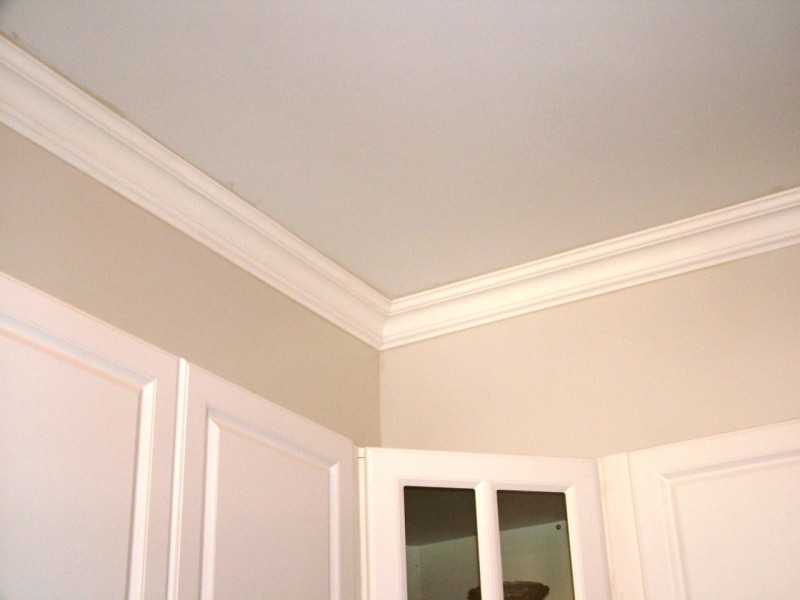 110 DCT Plain Styrofoam Crown Molding 6 Inch installed image.