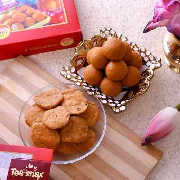 Send Sweets & Snacks Online Anywhere In India with Rakhi.com