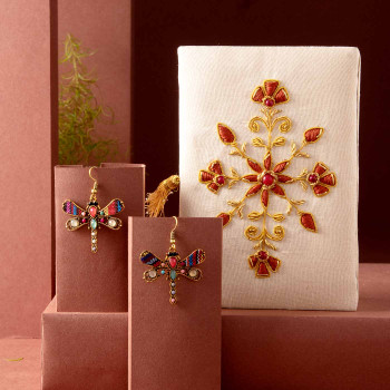 Zari Jewellery Box Stylish Jewellery Hamper