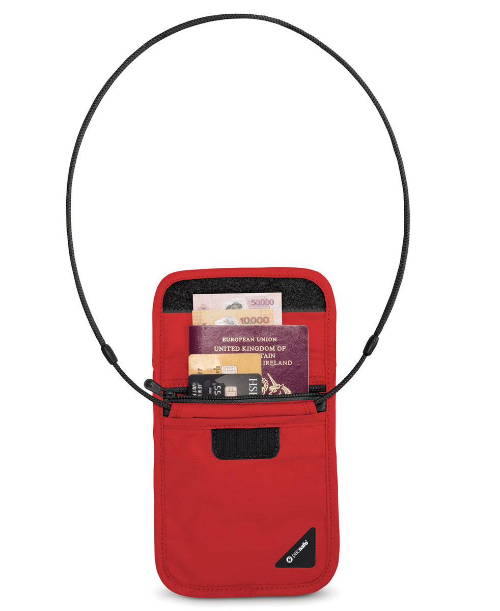 Pacsafe Coversafe X75 in use