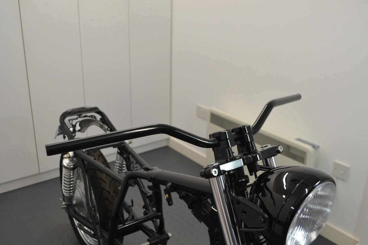 Motorbike Drag Handlebars Scramblers Black Alloy Brat Bikes /& Streetfighters 22mm 7//8 inch for Cafe Racers