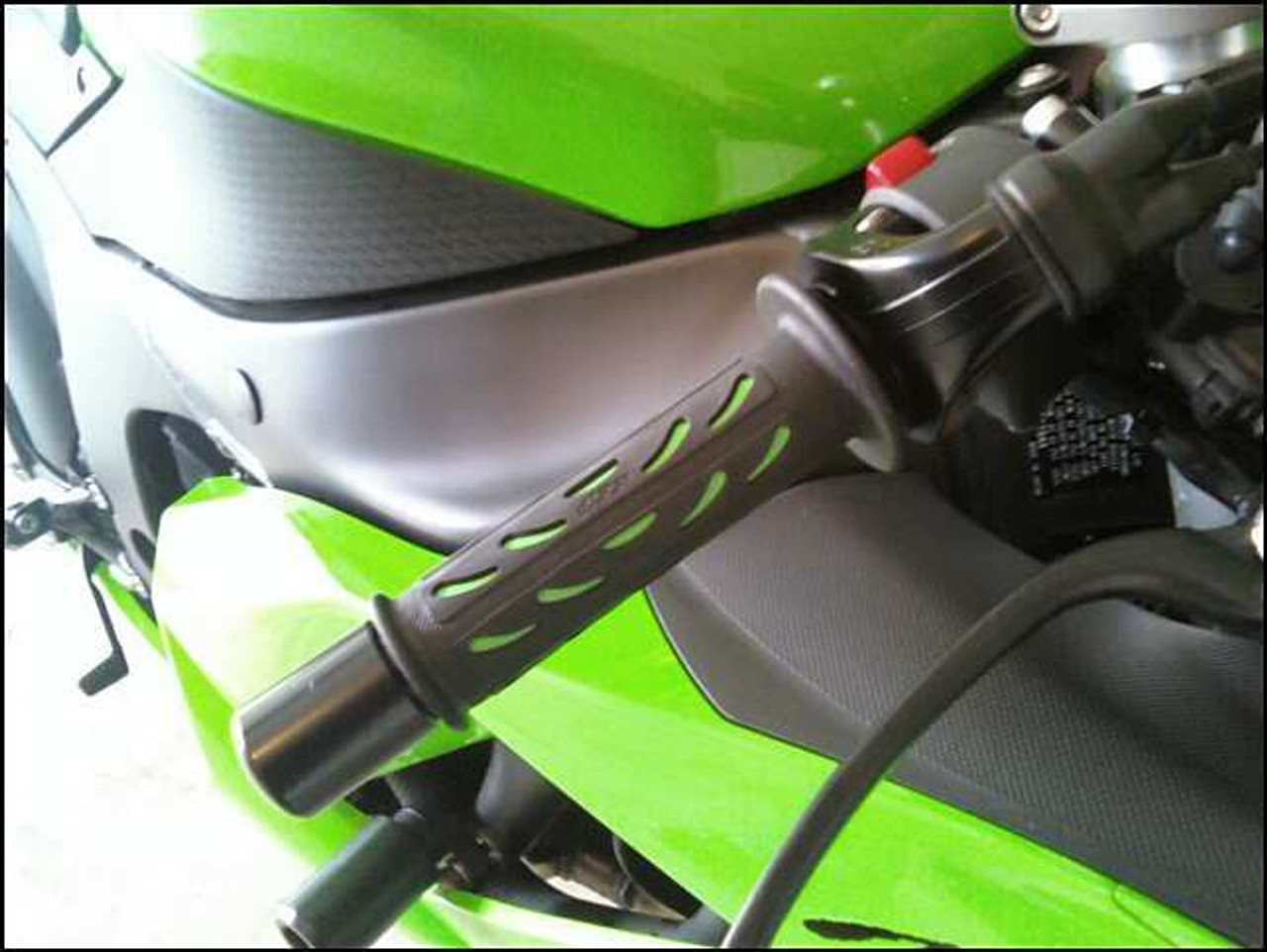 Black /& Green Soft Silicon//Rubber Motorcycle Hand Grips For 7//8 22mm Handlebars