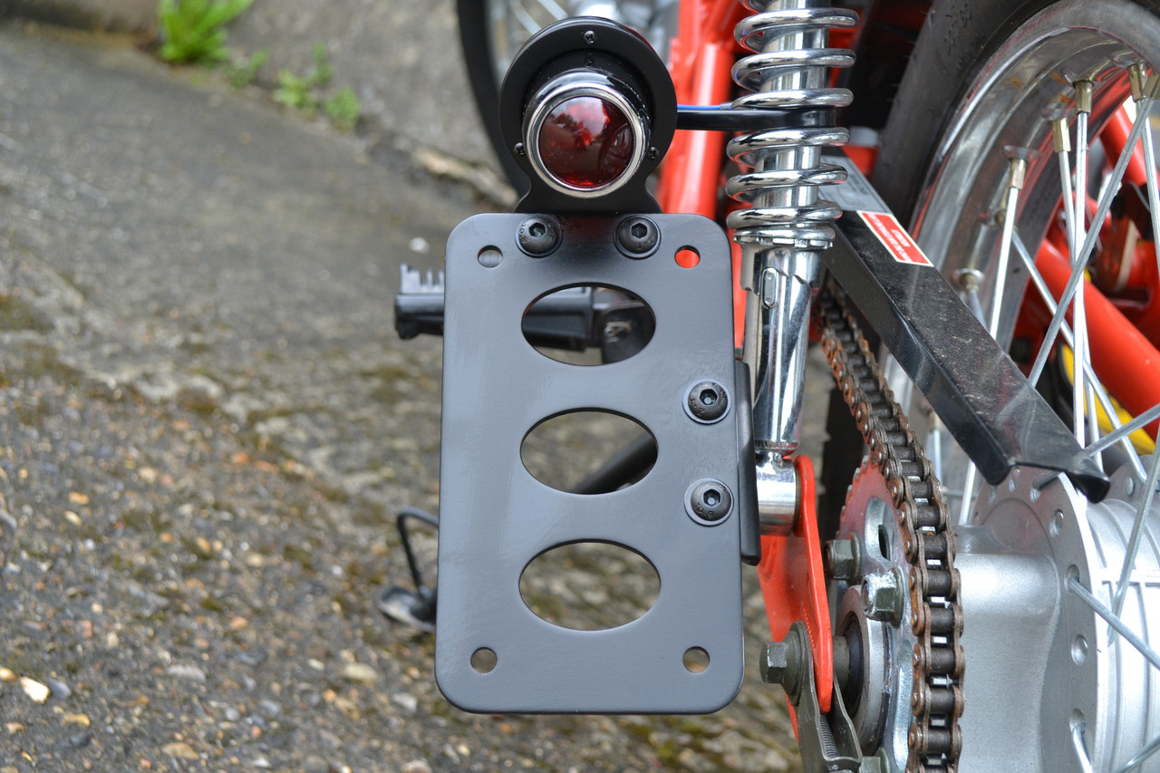 Universal Motorcycle Side Rear Mount LED Brake Tail Light License Plate Bracket