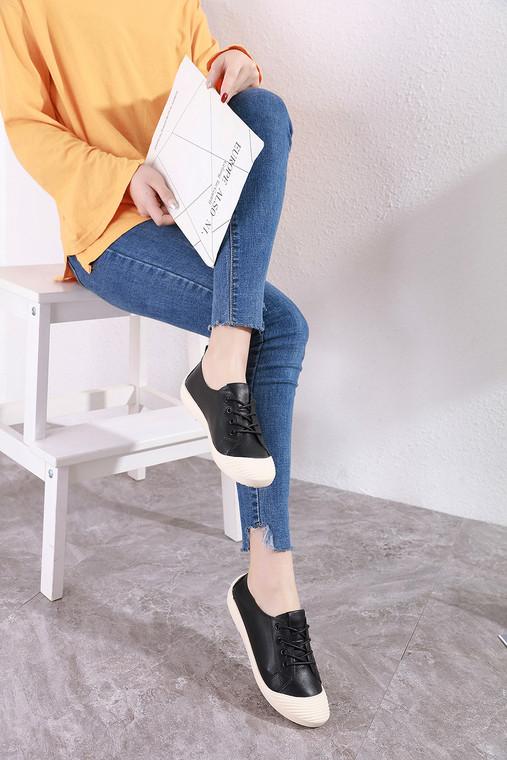 Amara Black Sneakers