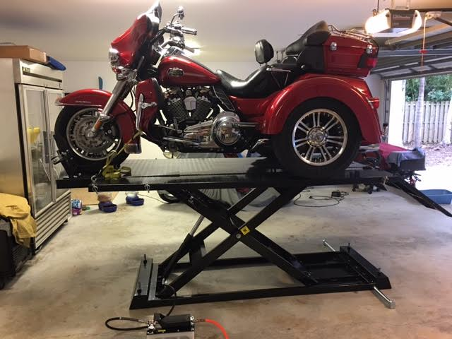 Weaver Lift W-1500 with Trike