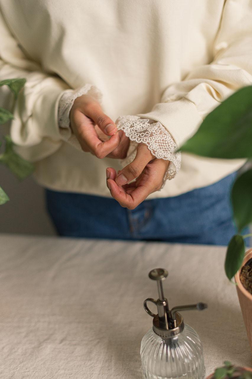 Daisy Embroidered Lace Sleeve Sweatshirt, Ivory