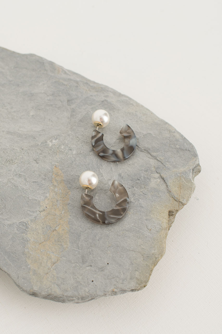 Maddie Pearl Earrings, Charcoal