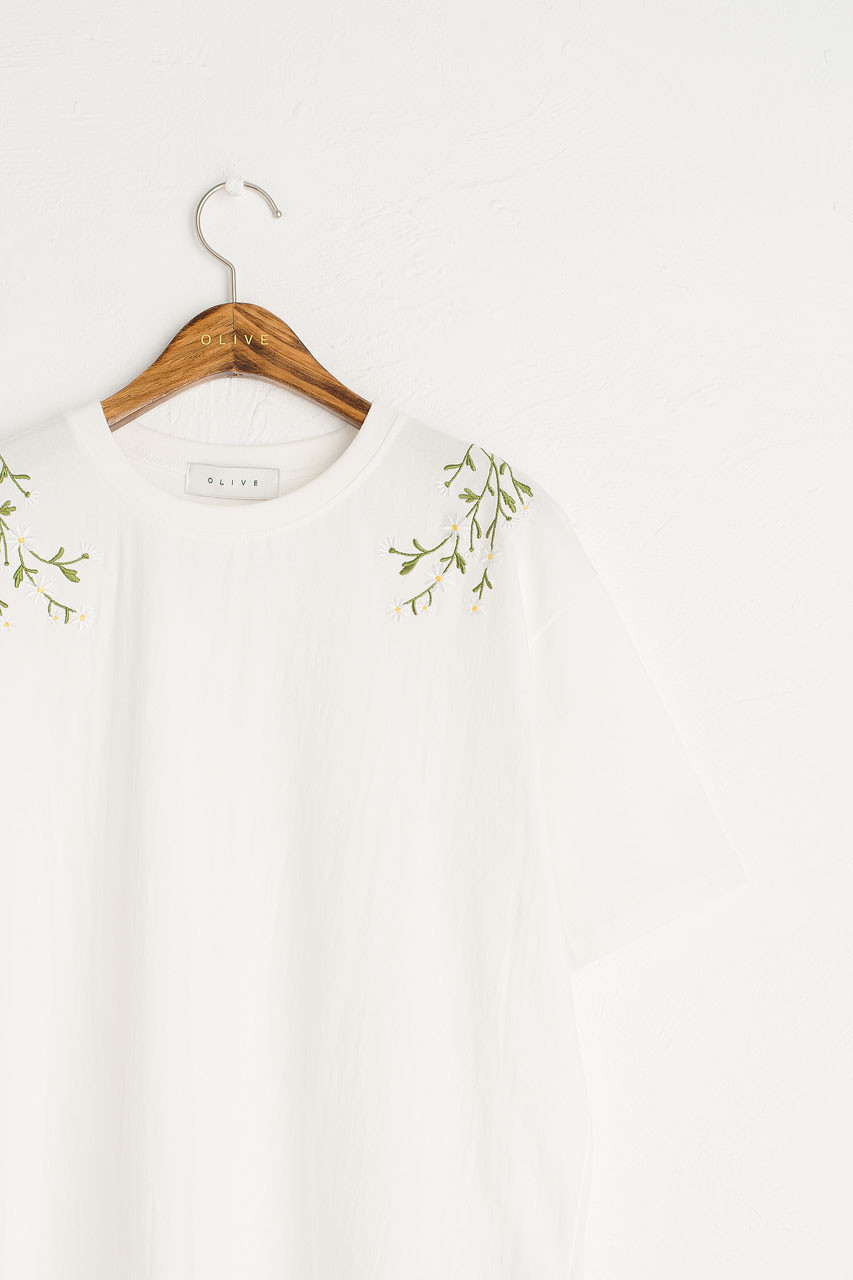 Daisy Embroidered Tee, White