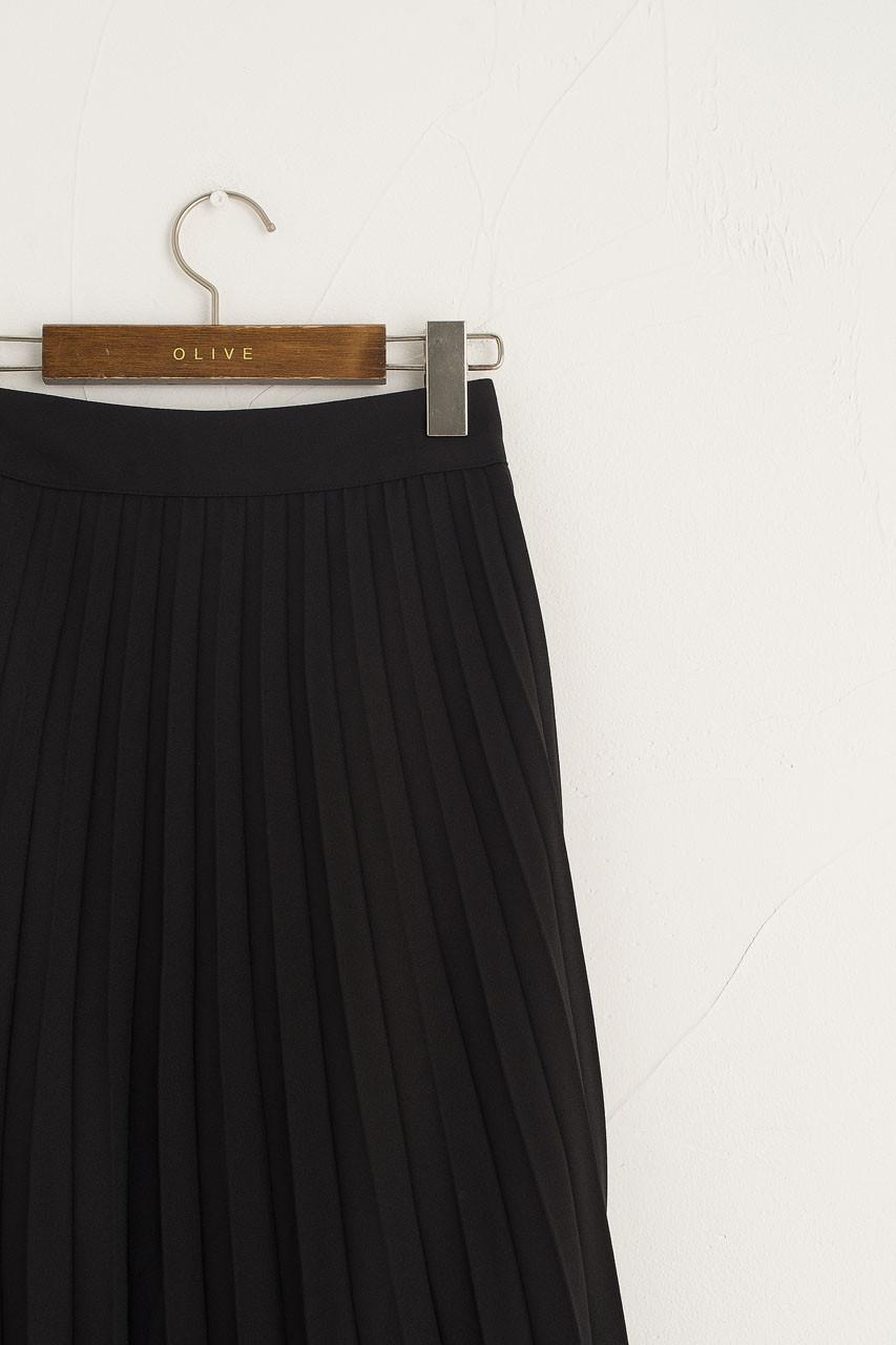 Unbalanced Mid Length Pleated Skirt, Black