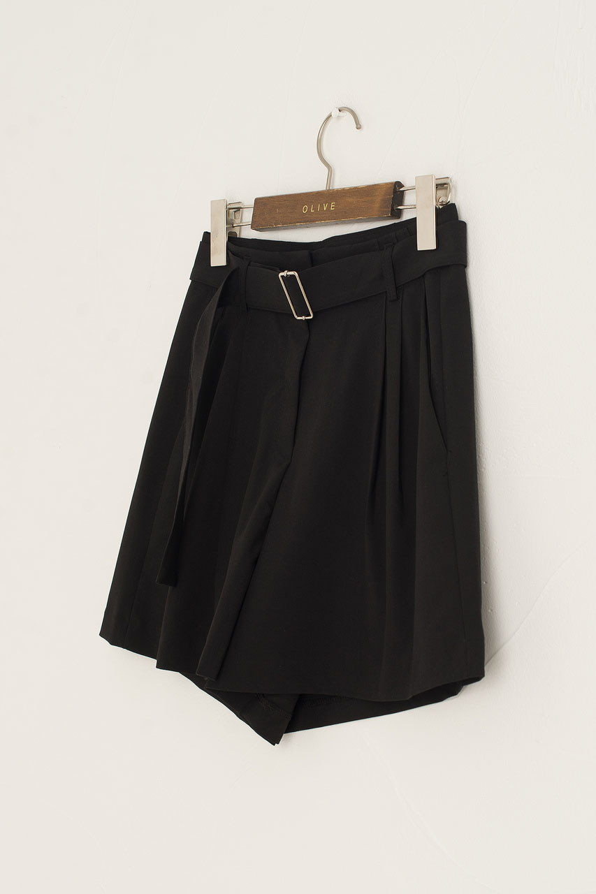 Jay Belted Pleated Short, Black