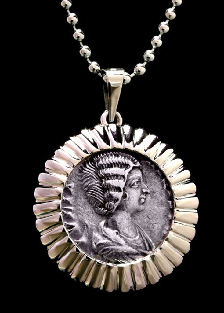 ROMAN EMPRESS DENARIUS COIN PENDANT OF JULIAN DOMNA WITH VESTA IN RADIATING GOLD SETTING  *CPR204