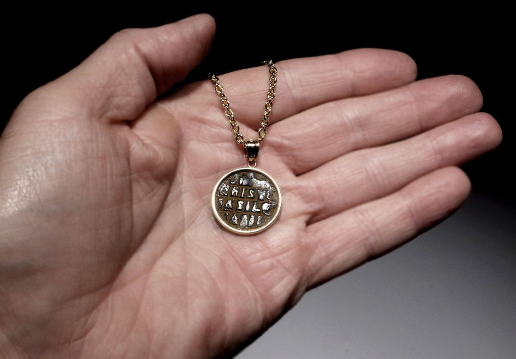 JESUS CHRIST KING OF KINGS ANCIENT COIN 14K GOLD PENDANT WITH ROMAN BYZANTINE FOLLIS  *CPB035