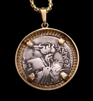 CPR223 - ANCIENT SILVER ROMAN REPUBLIC COIN OF HORSE SOLDIER RIDING WITH HEAD OF ENEMY IN 14K GOLD PENDANT
