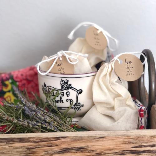 Bathtub tea, aromatherapy and skin softening