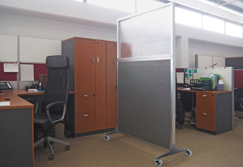 In any open office, the Hush Screen is perfect solution to maneuver around anywhere to divide space for more privacy.