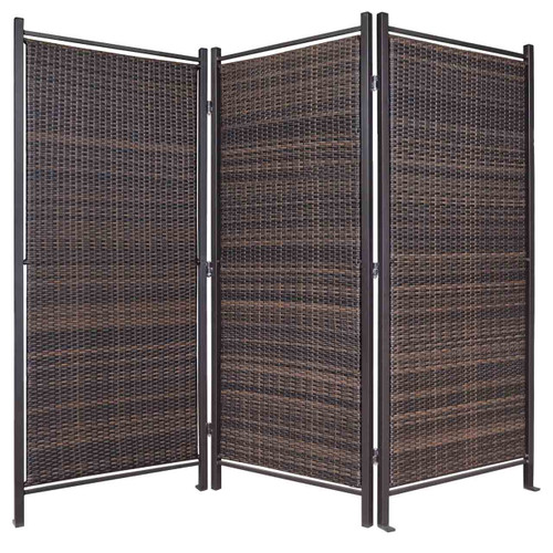 The folding wicker partition can be used indoors and outdoors.