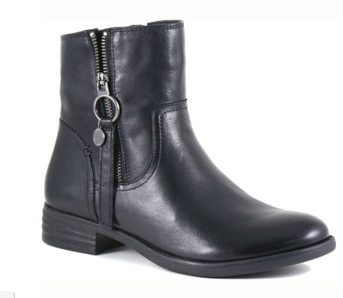 SHORT LEATHER BOOT OUTSIDE ZIP DETAIL
