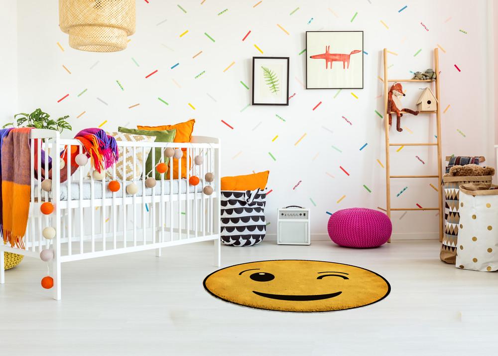 Deerlux Emoji Style Round Funny Smiley Face Kids Area Rug, Wink Emoji Rug