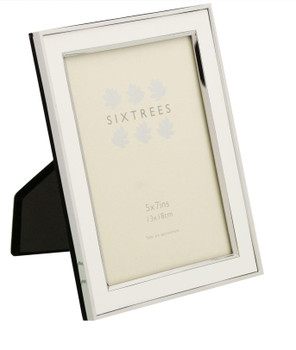Sixtrees Abbey White 2-103-57 Polished Silver photo frame with lacquered gloss white metal insert for a 7 x 5 inch photo.
