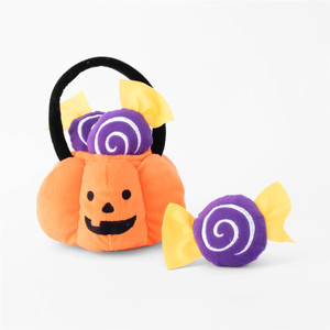 Zippy Burrows get spooky for Halloween! Dogs love to bury their noses in the Zippy Burrow Trick-or-Treat Basket to dig out the little toys (comes with three little candies).