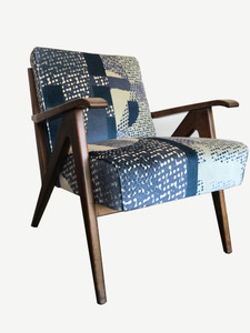 SCHULIM KRIMPER OAK LOUNGE CHAIR - BLUE ABSTRACT UPHOLSTERY