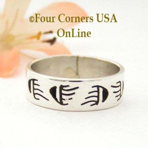 Size 7 1/2 Sterling Silver Bear Tracks Motif Ring Native American Peggy Skeets NAR-1875 Four Corners USA Navajo Silver Jewelry