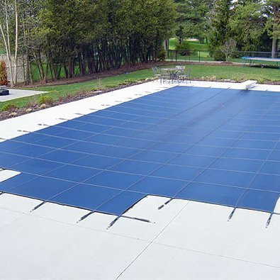 16' x 32' Rectangle with Left 2' Offset, 8' x 4' Step Safety Cover: Silver Deluxe Mesh