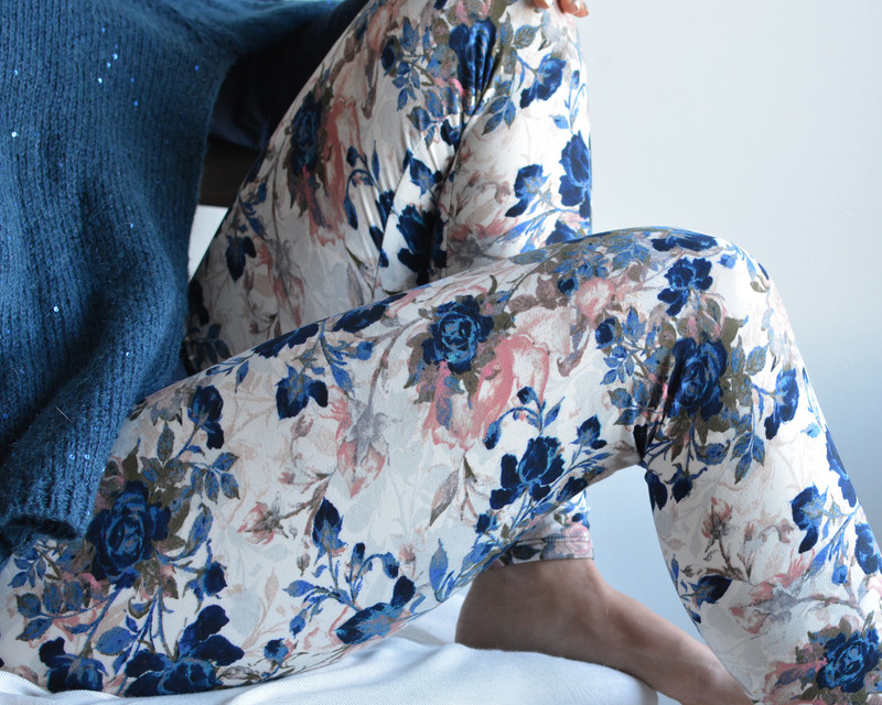 Named after the matriarch of the family and her love of roses, GG's garden leggings are a pretty mix of navy blue and blush pink with a subtle background print in grey and foggy blue.