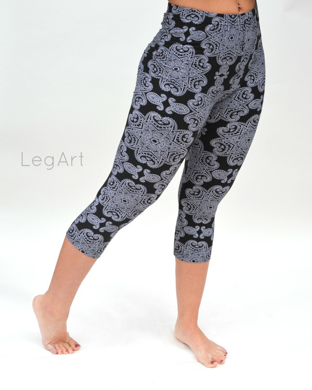 Doily Capri Leggings